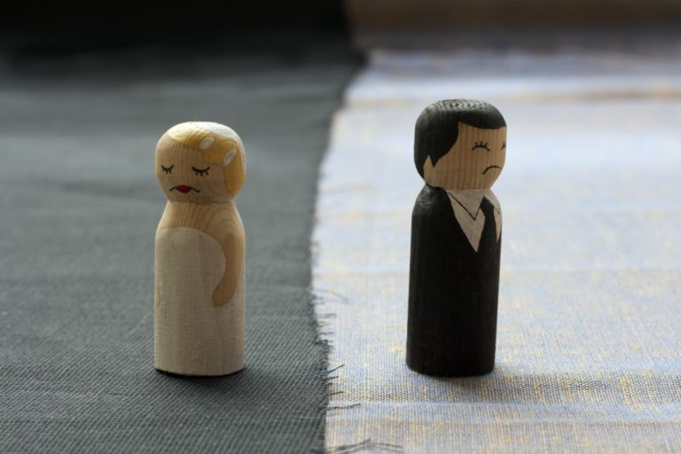 husban and wife figure experiencing separation
