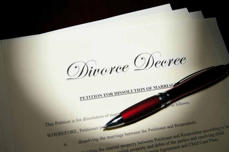divorce contract and pen
