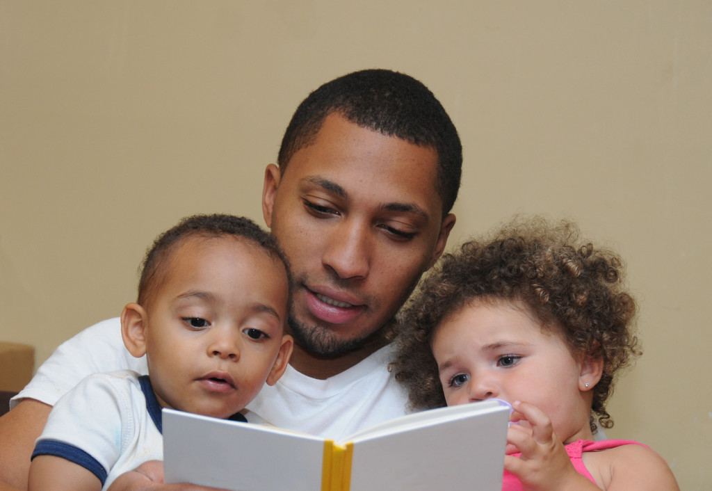 dad reading books to kids