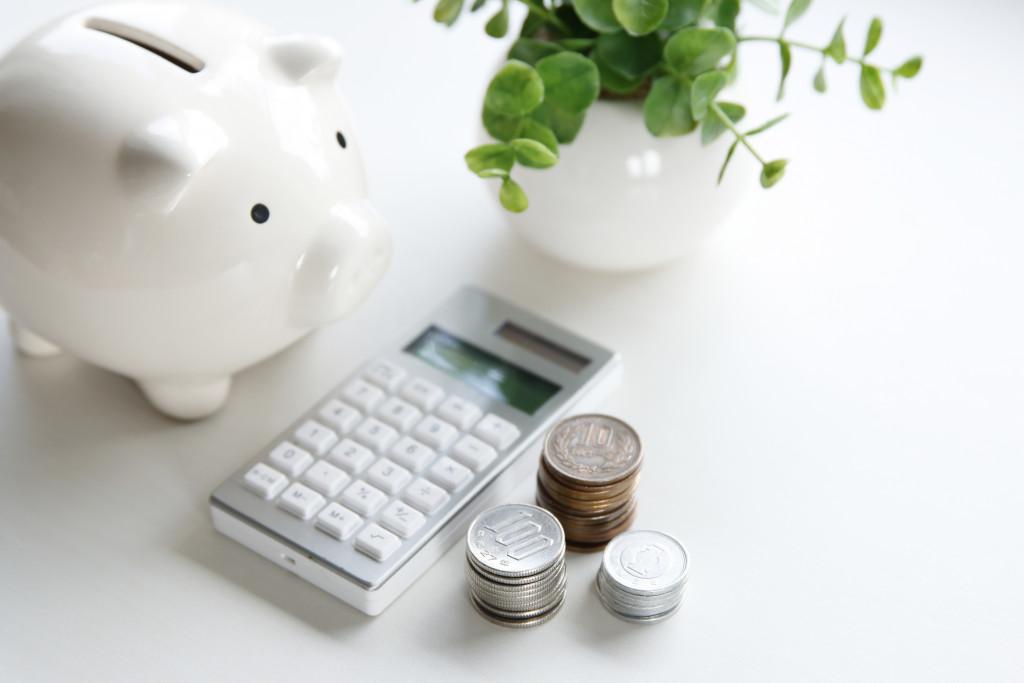 piggy bank calculator and coins