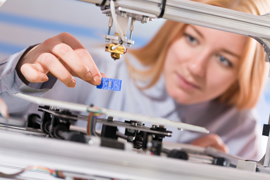 woman using 3d printers