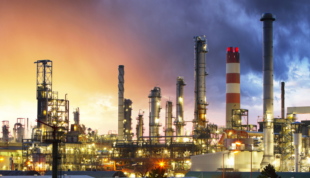factory emitting smoke pollution